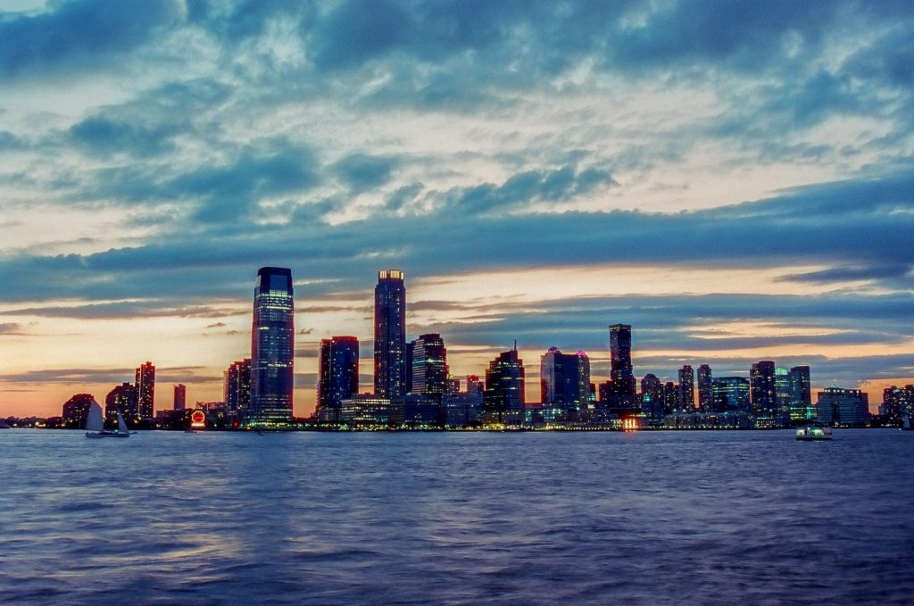 New Jersey from across the Hudson (@thirtyfivejay)