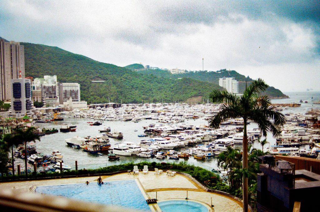 7am at Shum Wan, Hong Kong. Nikon FM10+Nikkor Ai 24mm F2.8 @ f/2.8, 1/1000 sec.