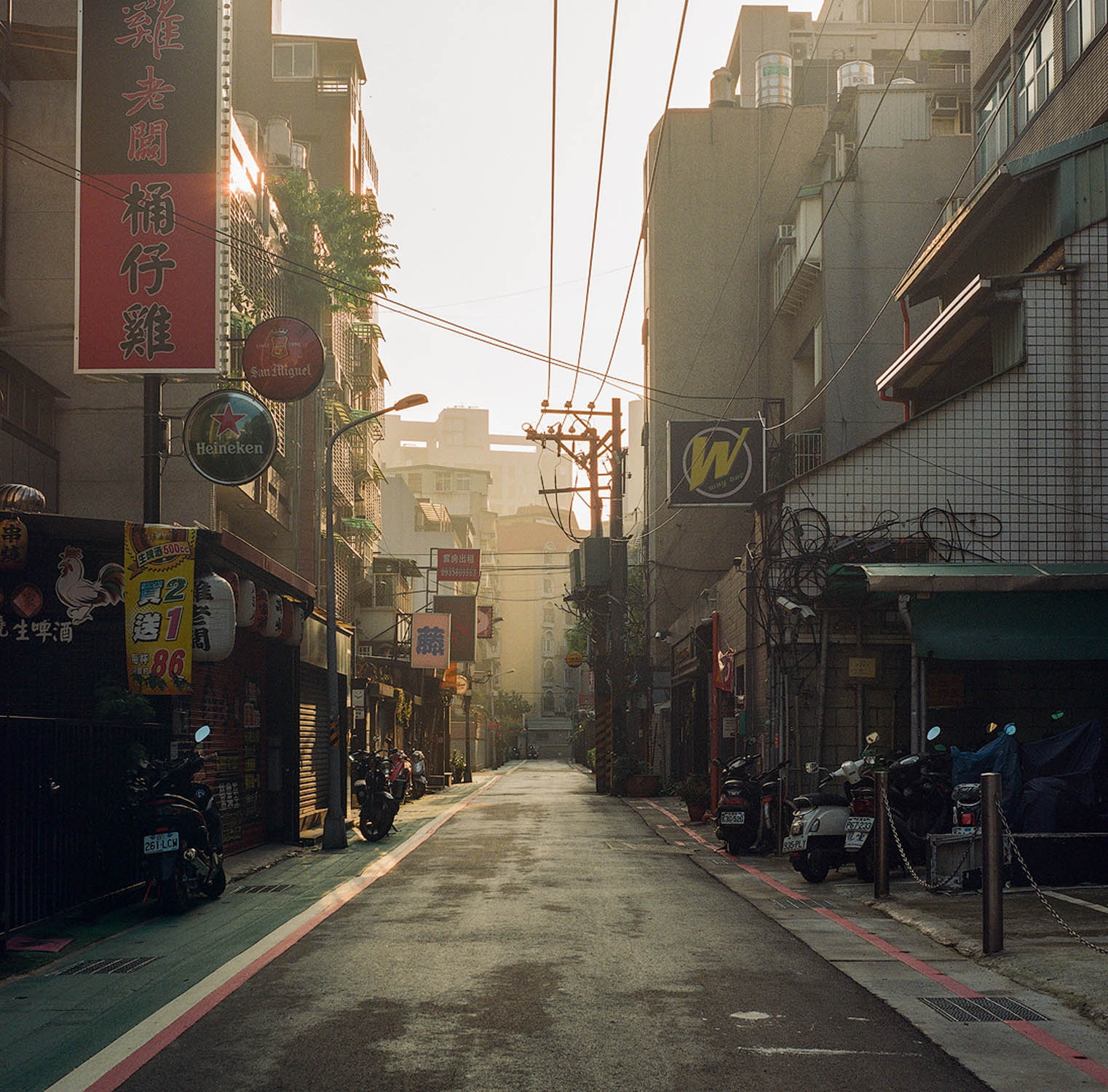 Taipei, Taiwan. Shot on a Yashica D rated at 400.