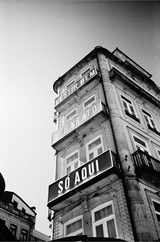 Porto. Leica M2, Voigtländer 35mm f/1.7 Ultron. Xtol Stock @20°C, box speed. Post in LR